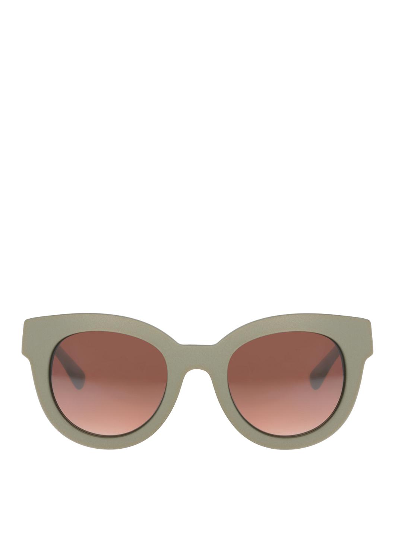 Liebeskind Berlin Nicht ohne Grund schon seit Marylin Monroe ein Klassiker...Diese charmante Brille greift die beliebte Cateye Form der 50er Jahre auf - und das im Stil von Heute. Mit ihrem markanten Gestell schmeichelt sie
