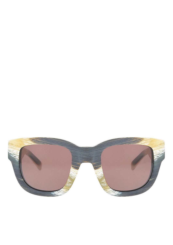 Liebeskind Berlin Diese Sonnenbrille ist ein Hingucker - nicht nur in auffälligen Farben und Musterungen - auch die Form sowie das Gestell zieht garantiert alle Blicke auf sich! Ein klassischer Allrounder für jede Jahreszeit,