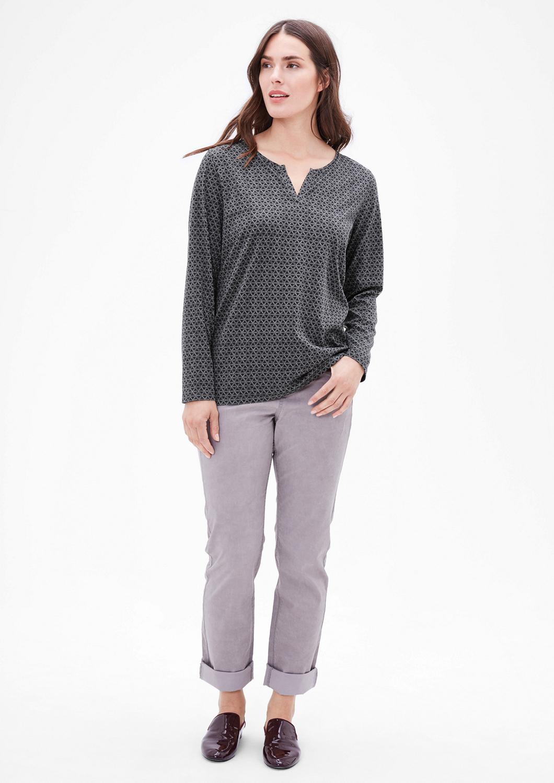 Artikel klicken und genauer betrachten! - mit feinem Triangle-Musterprint allover, schicker Tunika-Style-Ausschnitt, bequeme, leicht ausgestellte Passform; Rückenlänge bei Größe 42 ca. 73 cm, angenehm elastischer Jersey aus Baumwollmix, Der schöne Musterprint macht das Shirt zu etwas ganz Besonderem., | im Online Shop kaufen