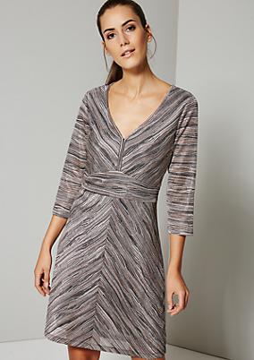 Edles Abendkleid mit abstrakt gestaltetem Streifenmuster