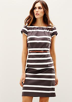 Glamouröses Abendkleid mit fein gestaltetem Muster