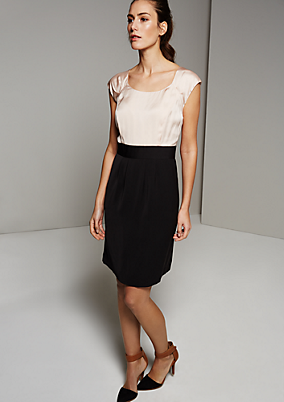 Klassisches Kleid im aufregenden Materialmix