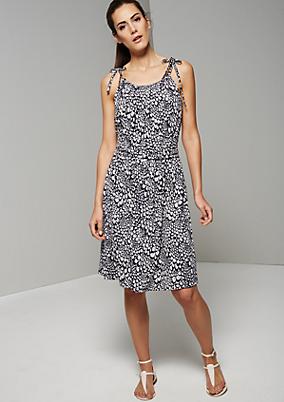 Lässiges Sommerkleid mit spannendem Muster