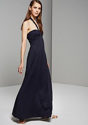 Schulterfreies Sommerkleid mit raffinierten Details
