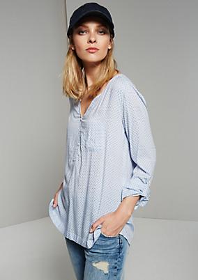 Sommerliche Bluse mit raffiniert gestaltetem Muster