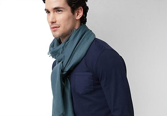 Zachte, geweven sjaal met franjes van s.Oliver